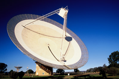 A photograph of the Parkes radio telescope in operation during the day